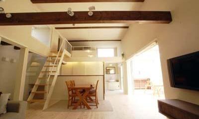 天井高3.5mの2階リビング|『海を望む家』建築家と建てる横須賀の狭小住宅