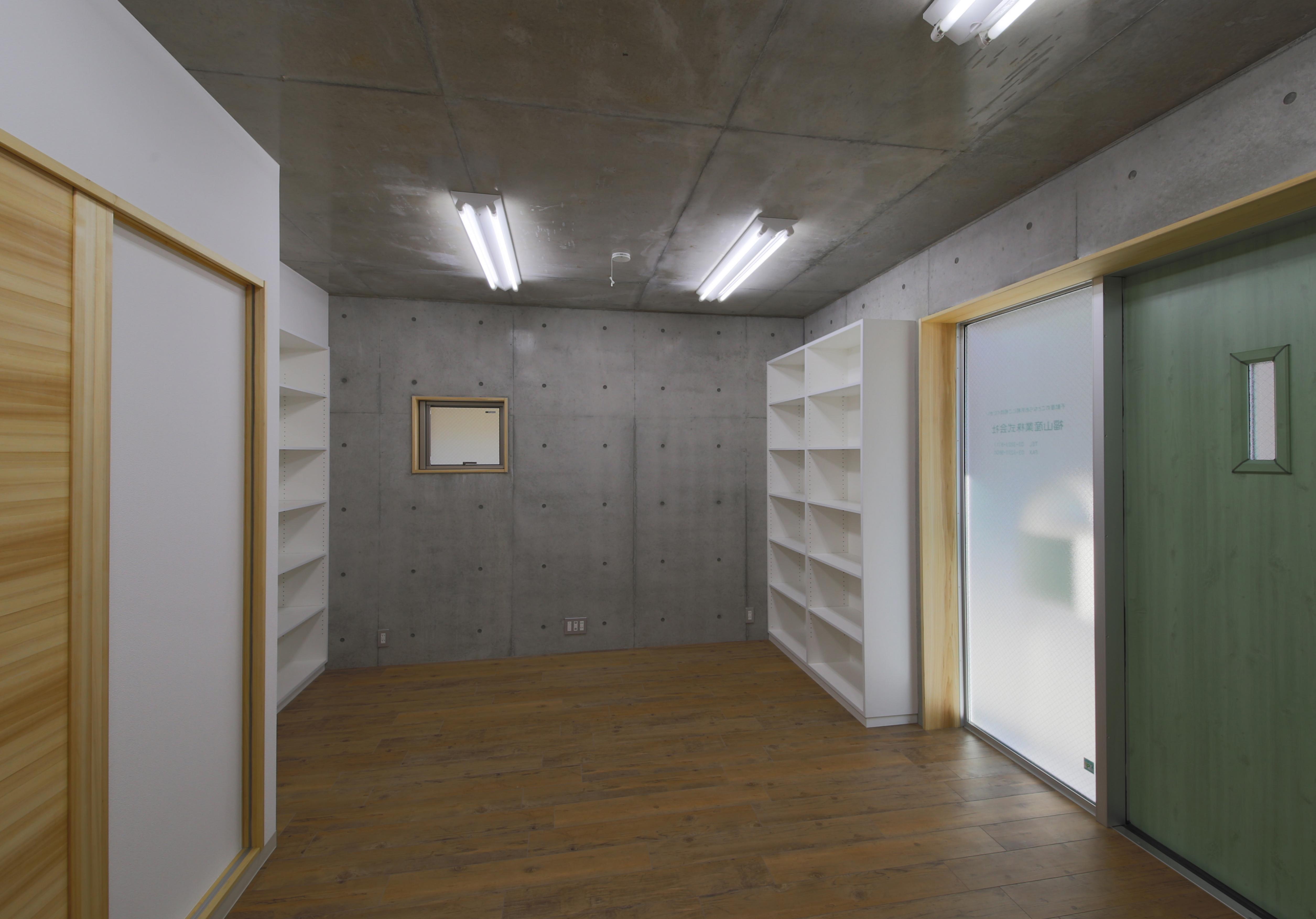 東京都中野区F邸の部屋 コンクリート打ち放し壁天井