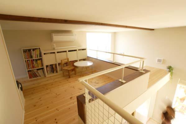 『海を望む家』建築家と建てる横須賀の狭小住宅の写真 ロフト-小屋裏収納