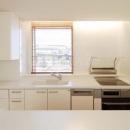 白基調の明るいキッチン-1