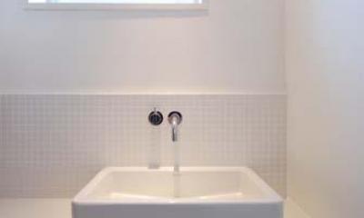 『奥沢の家』温かみ溢れる住まいへ全面リフォーム (すっきりとした洗面カウンター)