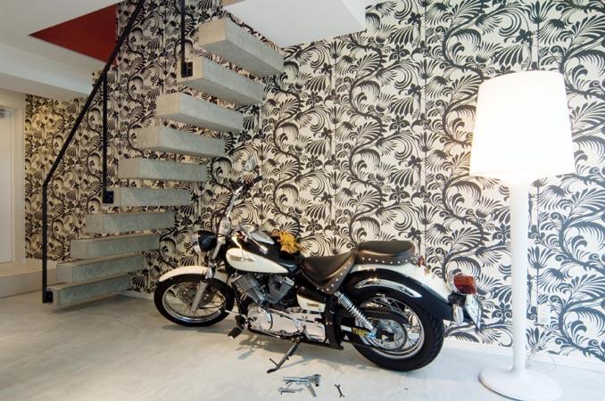 『collina』多様な価値感を受け入れるシンプルな箱の部屋 ガレージハウス・バイカーズハウス