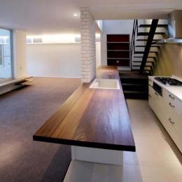 並列配置型のキッチンスペース