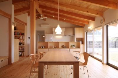 切り妻屋根のシンプルな平屋の家 (ダイニング)