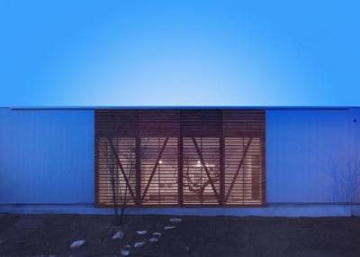 南側外観-夕景 (『公園前の家』明るくて風通しの良い住宅)