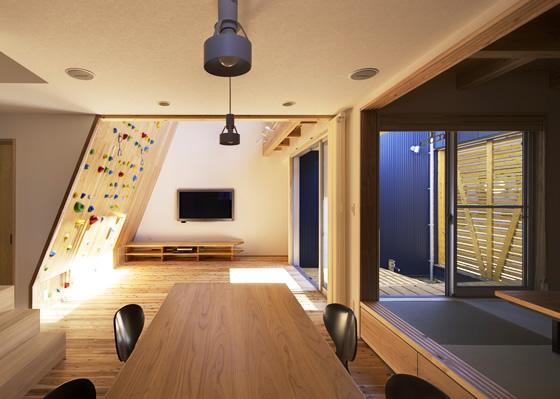 建築家:有島忠男「『クライミングウォールの家』家族の絆を深める心地のよい家」