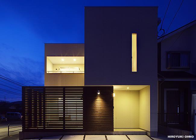 『小戸の家』落ち着きとゆとりのある住まいの部屋 外観夜景-1