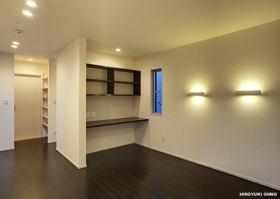 『小戸の家』落ち着きとゆとりのある住まい (落ち着いた雰囲気の寝室)