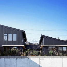 『鹿児島の黒い家』木の温もり感じる和モダン住宅 (黒い外観-北側)