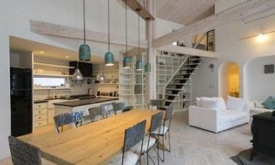 北欧スタイルの吹き抜けLDK|『軽井沢千ヶ滝の家』北欧スタイルの住まい