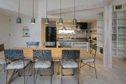 『軽井沢千ヶ滝の家』北欧スタイルの住まい (北欧スタイルのダイニングキッチン)