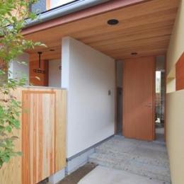 『小柴見の家』伸びやかに暮らせる和みの家-アプローチ・玄関ポーチ