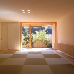 『小柴見の家』伸びやかに暮らせる和みの家 (光を取り込む畳リビング)