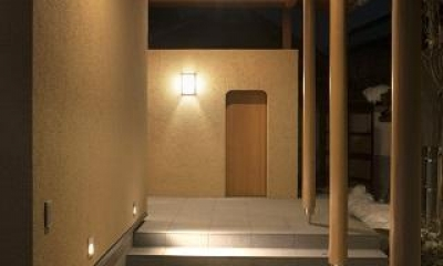 玄関アプローチ|『稲里の家』薪ストーブと大きな吹き抜けのある住まい