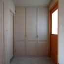 長森の家の写真 玄関-シンプルな壁面収納