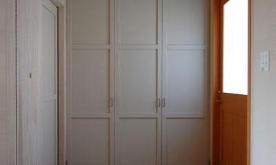 長森の家 (玄関-シンプルな壁面収納)