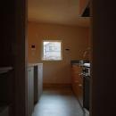 長森の家の写真 優しい光の差し込むキッチン