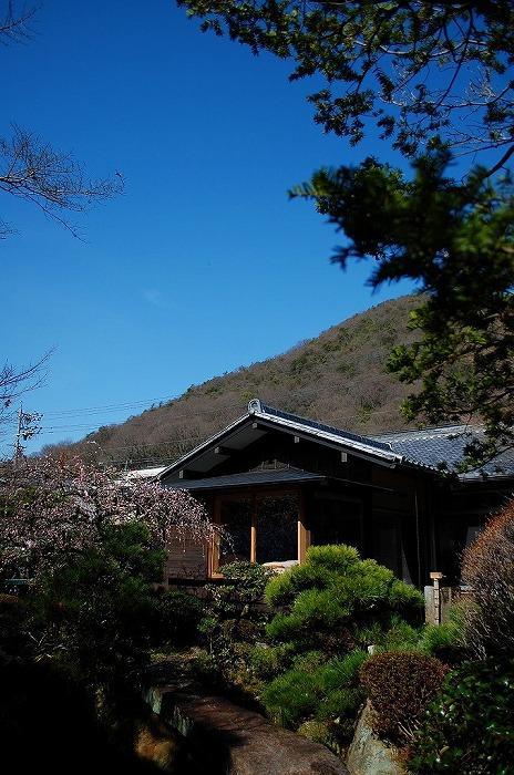 岩田坂の増築の写真 美しい庭のある家外観-1