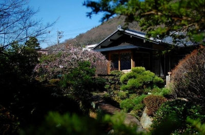美しい庭のある家外観-2 (岩田坂の増築)