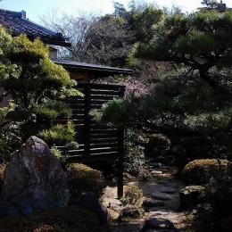 岩田坂の増築 (飛び石のアプローチ)