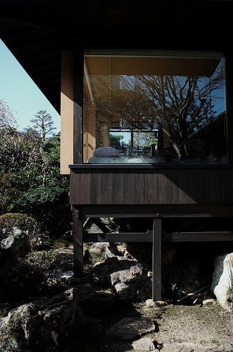 岩田坂の増築の部屋 寝室を増築-庭に飛び出るような配置