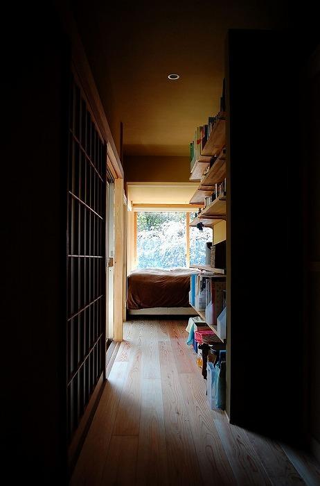 岩田坂の増築の写真 寝室につながる廊下
