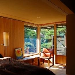 岩田坂の増築 (寝室-明るい光に包まれる寛ぎの空間)