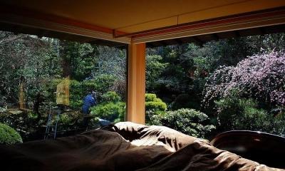岩田坂の増築 (寝室より望める美しい庭)
