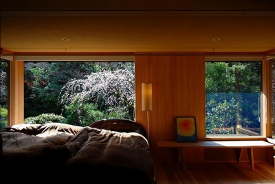 庭を取り込む癒しの寝室 (岩田坂の増築)