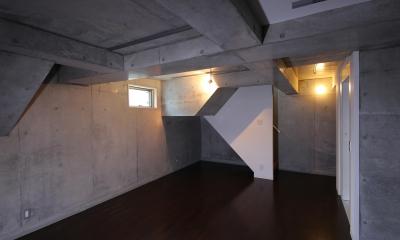 東京都大田区Y邸 (一面コンクリートの地下室)