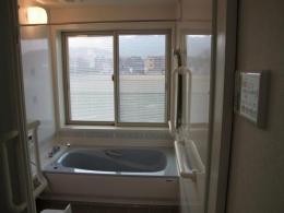 WAはうす新築住宅兼地域交流施設 (内観 浴室)