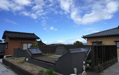 『菜園ののったフラット』3方向にひらいたコートハウス (緑が植えられた屋上菜園-1)