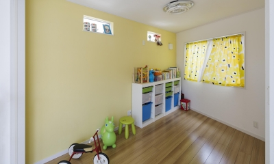 元気な黄色の子ども部屋