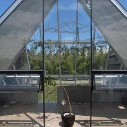 『ガラスのピラミッド』ガラスの合掌造り (2階展示室・ギャラリー-1)