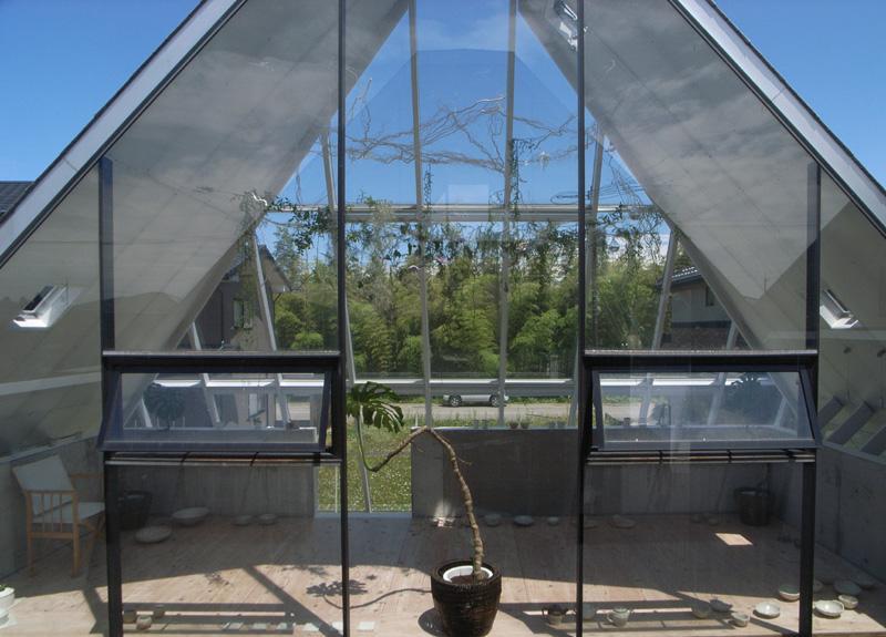 『ガラスのピラミッド』ガラスの合掌造りの写真 2階展示室・ギャラリー-1