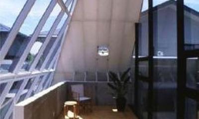 『ガラスのピラミッド』ガラスの合掌造り (2階展示室・ギャラリー-2)