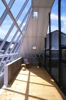 『ガラスのピラミッド』ガラスの合掌造りの写真 2階展示室・ギャラリー-2