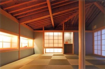 温かみのある和室 (『武蔵野の家』桜の大木の別荘)