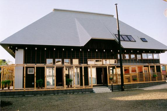 『弘前の家』明るく風通しのよい住まいへの部屋 大屋根の家-外観
