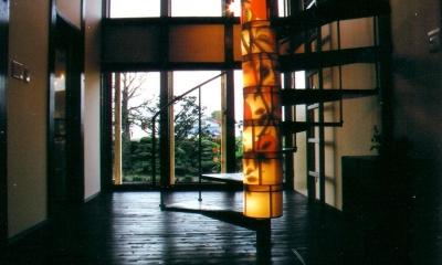 吹き抜けを貫く螺旋階段|『弘前の家』明るく風通しのよい住まいへ