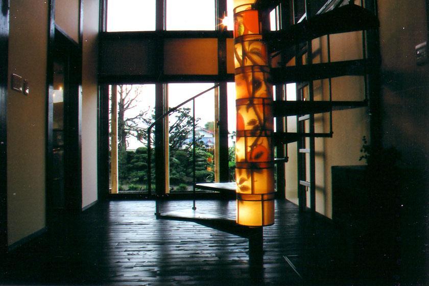 『弘前の家』明るく風通しのよい住まいへの写真 吹き抜けを貫く螺旋階段