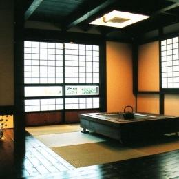 囲炉裏のある和室 (『弘前の家』明るく風通しのよい住まいへ)