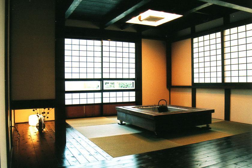 『弘前の家』明るく風通しのよい住まいへの写真 囲炉裏のある和室