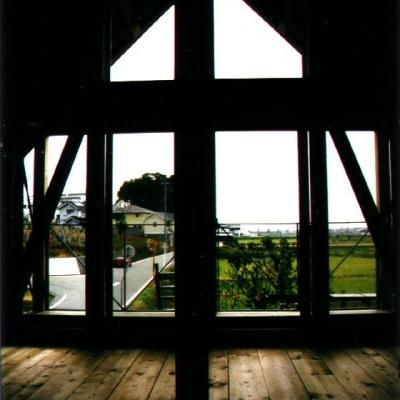 眺めの良い寝室 (『稲美の家』シンボルツリーのある温かな住まい)