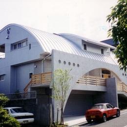 『高丘の家』アーチ状のゲートがつくる住み心地のよい家
