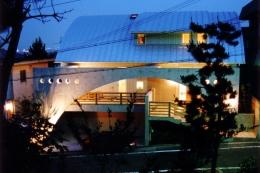 『高丘の家』アーチ状のゲートがつくる住み心地のよい家 (高丘の家)
