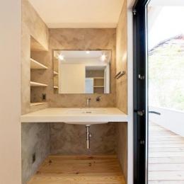 『コヤナカハウス』半屋外空間のドマがある家 (スタイリッシュな洗面スペース)