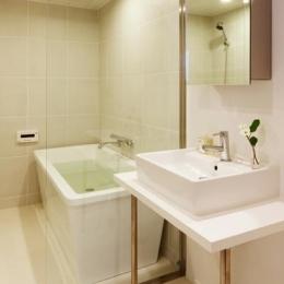 白基調の洗面室・浴室