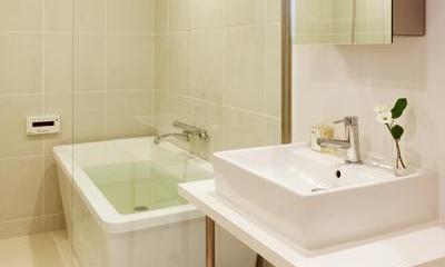岐阜市T邸・シンプルモダン住宅へ全面リフォーム (白基調の洗面室・浴室)