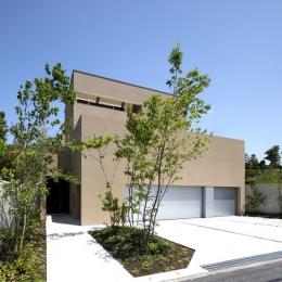 名古屋市Y邸・高級感と重層感を併せもつコートハウス住宅 (落ち着いた色調の外観)